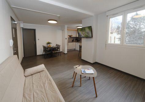 Le salon d'un appartement tout équipé, à la résidence thermale d'Ussat.